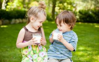 Можно ли давать кипяченое молоко ребенку